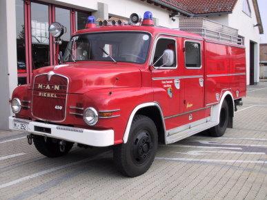 Oldtimer Tanklöschfahrzeug TLF16/25